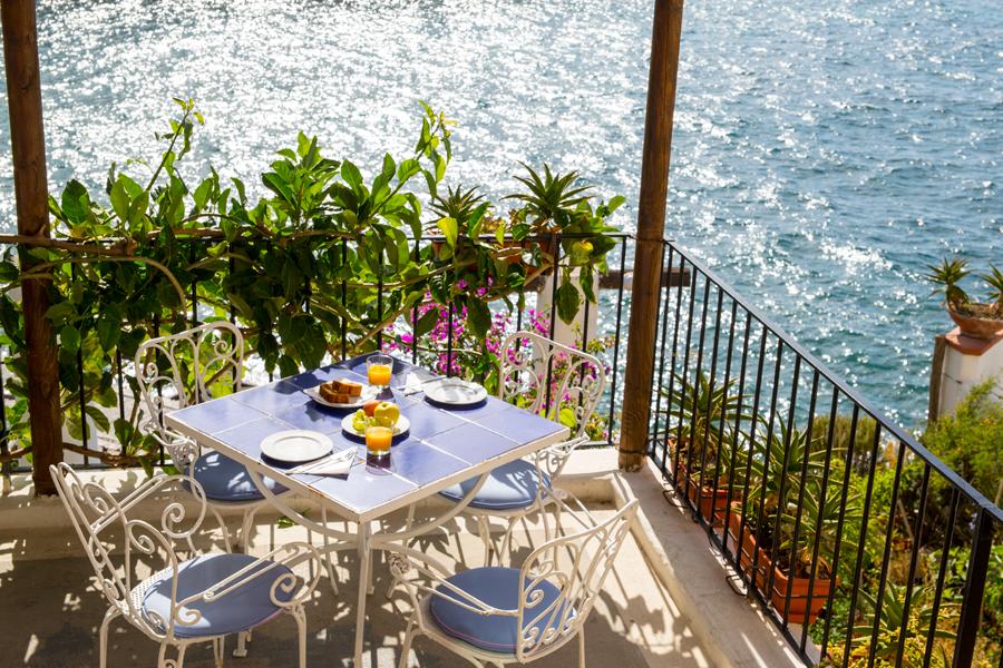 Bar e colazione in terrazza all'hotel Umberto a Mare di Ischia